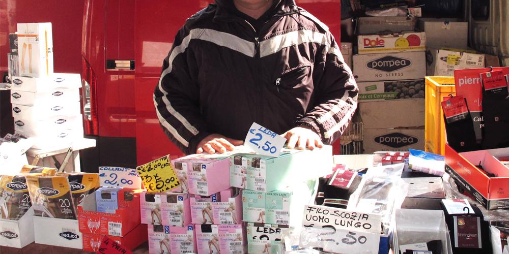 venditore ambulante al mercato