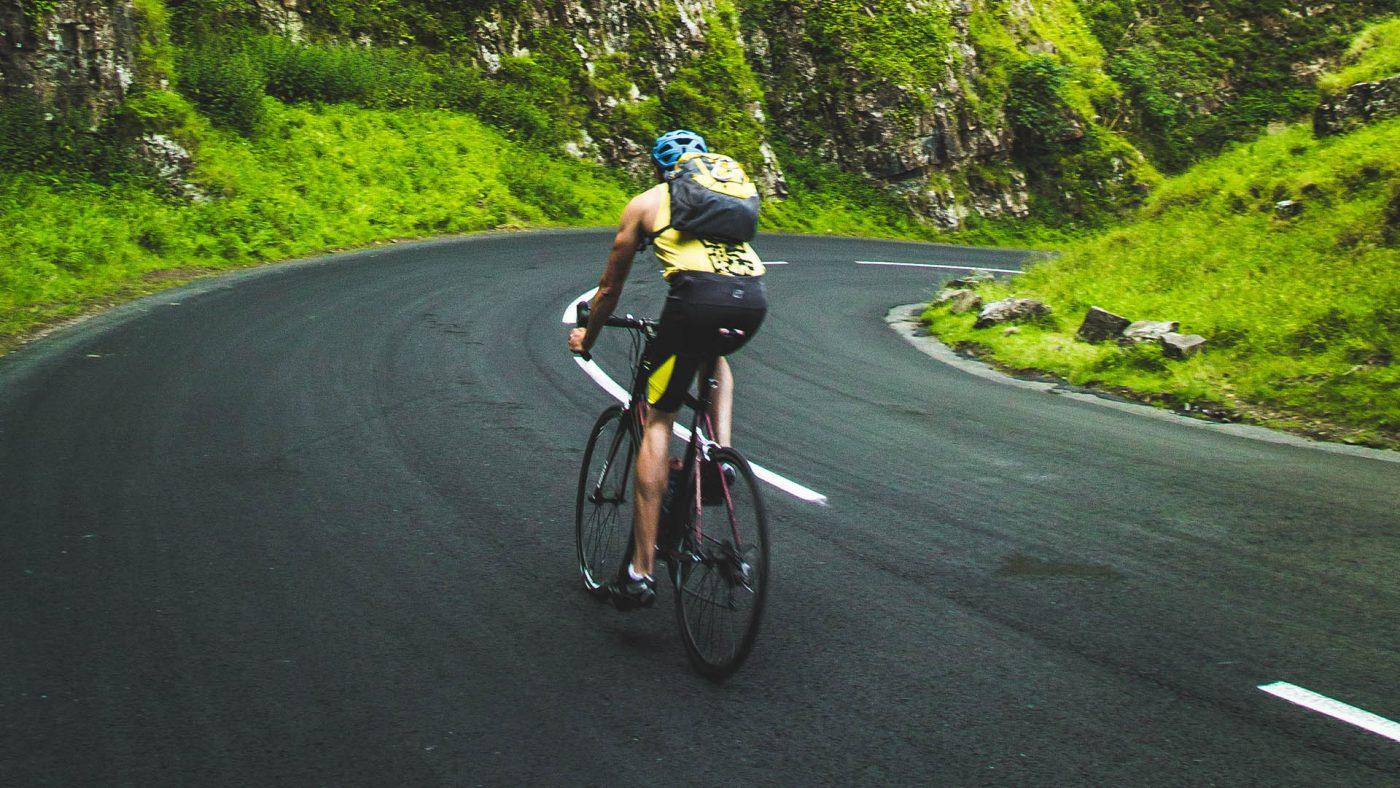 ciclista in salita